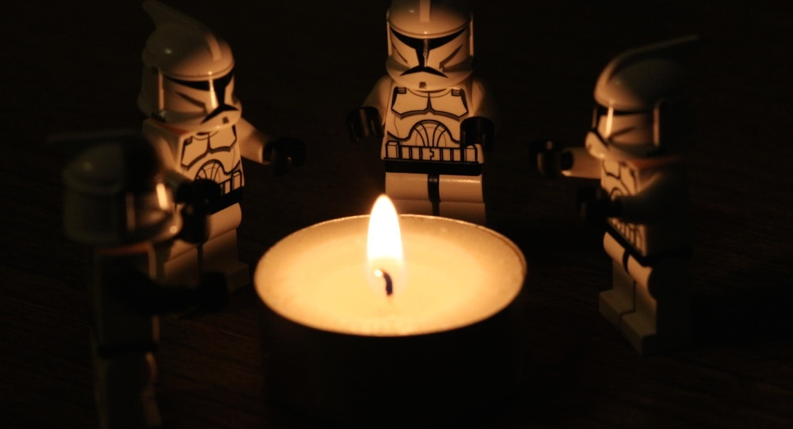 lego-clones-candle-banner